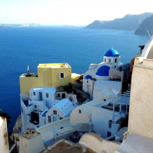 rent-mediterranean-cruise-captaincook-with-skipper-sailboat-greek-islands-cyclades-santorini-thera-oia.jpg